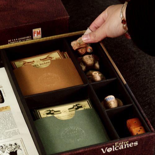 """Detalle del juego de mesa """"Entre volcanes"""""""